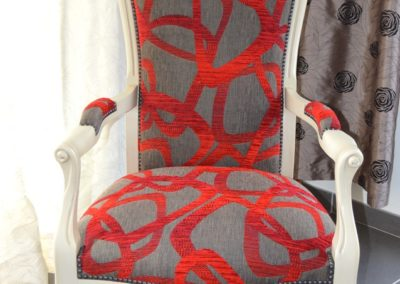 fauteuil-voltaire-rouge-blanc